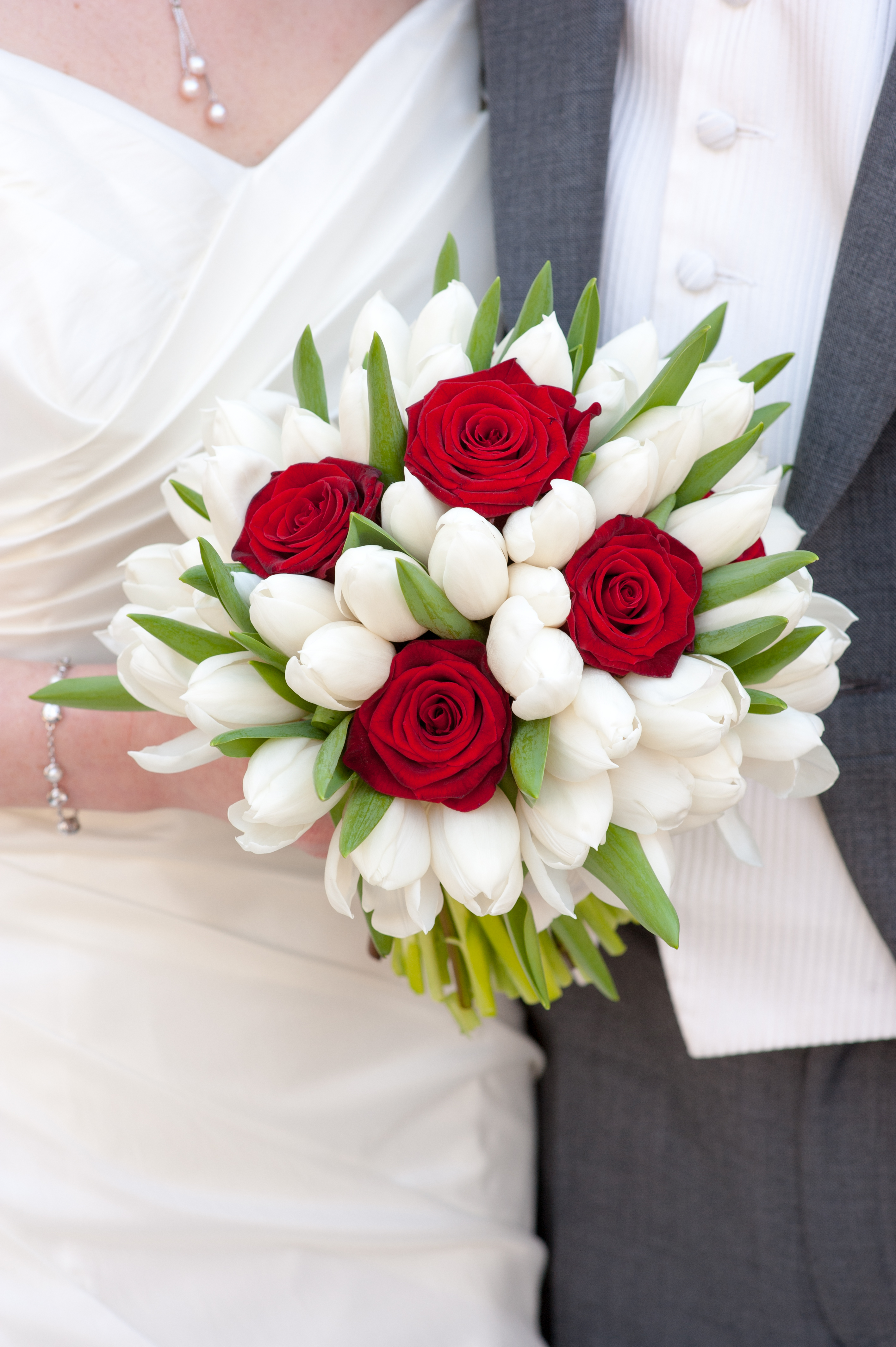 tulips wedding bouquet wedding dhalia fleuriste 8096