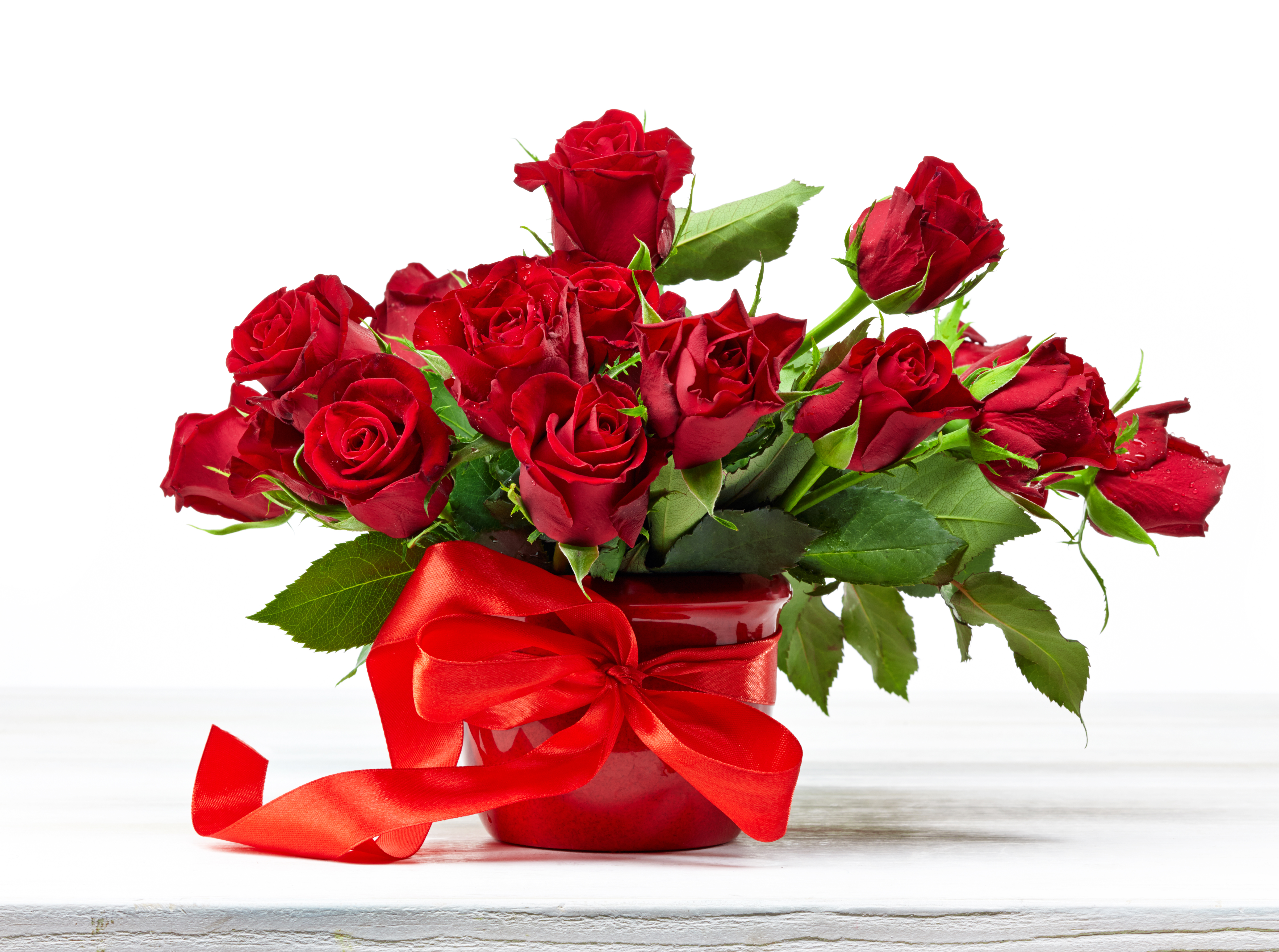 Roses dhalia fleuriste bouquet of red roses on white wooden table izmirmasajfo